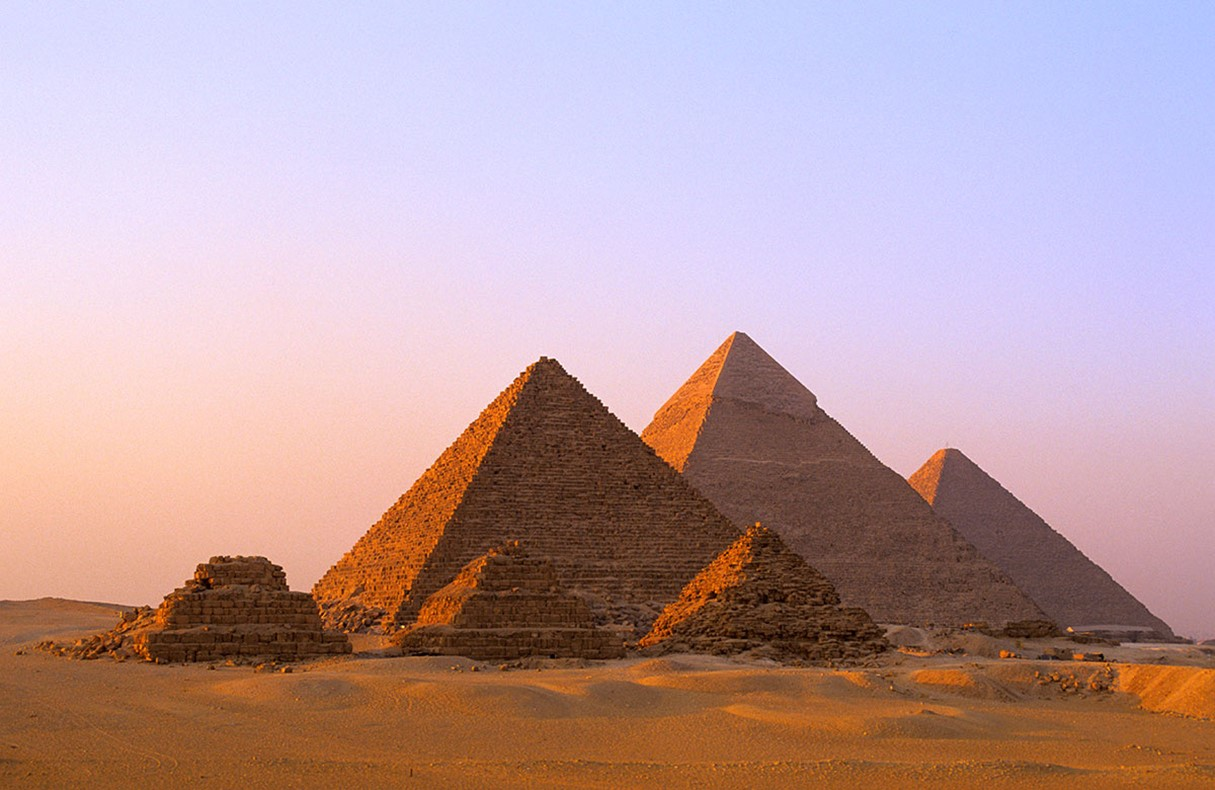 a discussion of how the pyramids of egypt were built 1 summarise the egypt exploration story 2 how long ago were the pyramids  built 3 why were the pyramids built 4 what valuable objects.